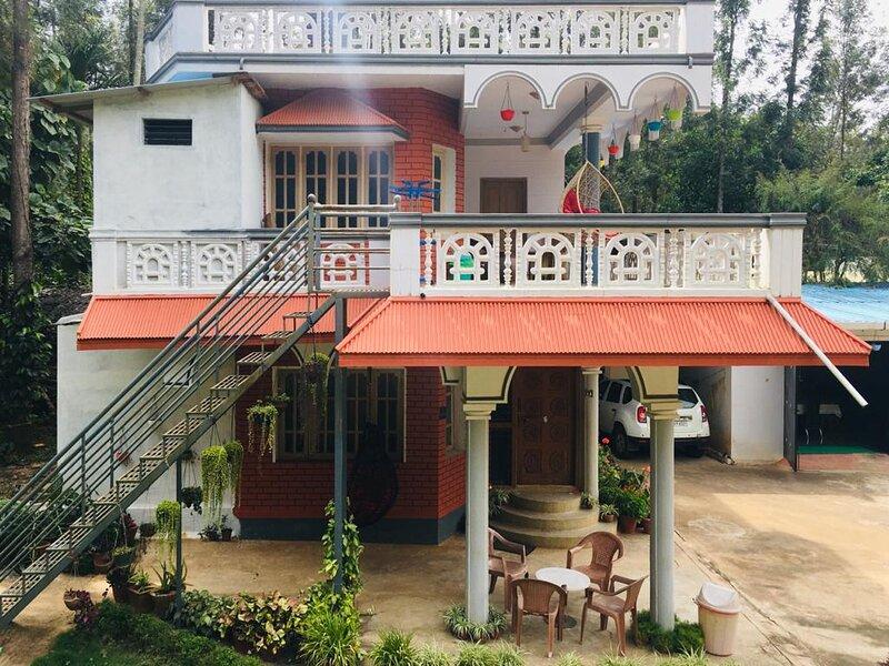 Bluebell Homestay Room 1, holiday rental in Arasinaguppe