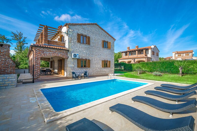 Villa Berenice in Istria with 4 bedrooms, holiday rental in Butkovici