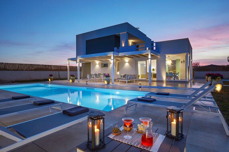 Villa Sariva Design & Private Pool, Beach 50mt, alquiler vacacional en Ispica