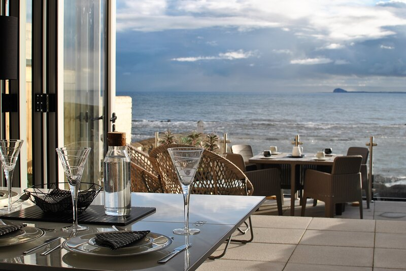 The Wendy House- seafront cottage with incredible views, holiday rental in Cellardyke