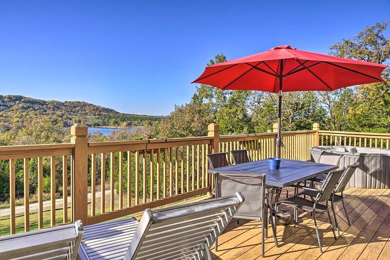 'Tall Tree Retreat' w/ Hot Tub, Short Walk to Lake, holiday rental in Blue Eye