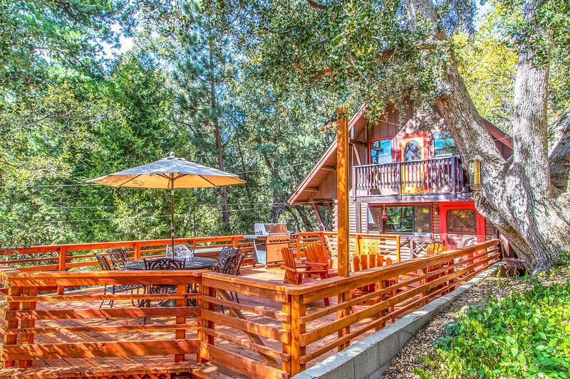 ROMANTIC LOG CABIN ~ Quiet Clean and Cozy ~ Walk to Trails, 3 Min to Town!, alquiler de vacaciones en Idyllwild