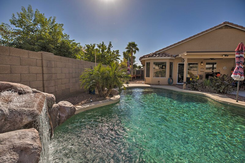 NEW! Idyllic Avondale Home w/Outdoor Oasis + Grill, vacation rental in Litchfield Park