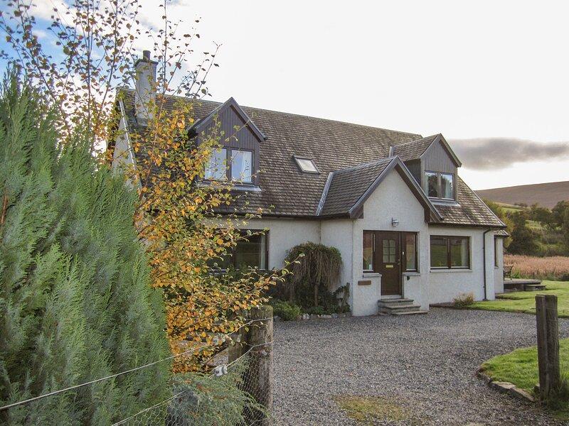 CORRIEMHOR BEAG, countryside views, WIFI, Cairngorms National Park, Ref 968801, alquiler vacacional en Cromdale