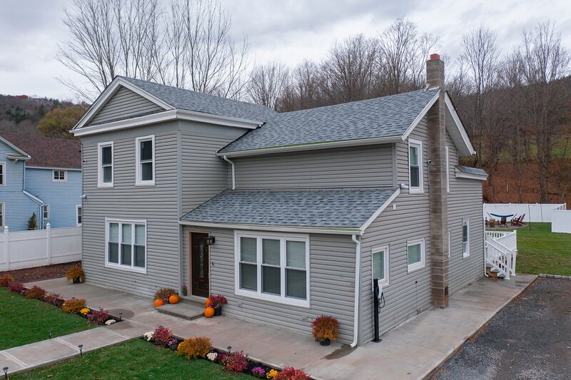 Holly Cottage - Ski Windham Hunter Catskills, holiday rental in Jewett