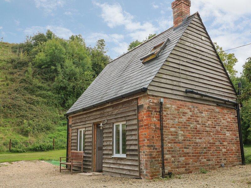 Clyffe Cottage, Clyffe Pypard near Avebury, holiday rental in Royal Wootton Bassett
