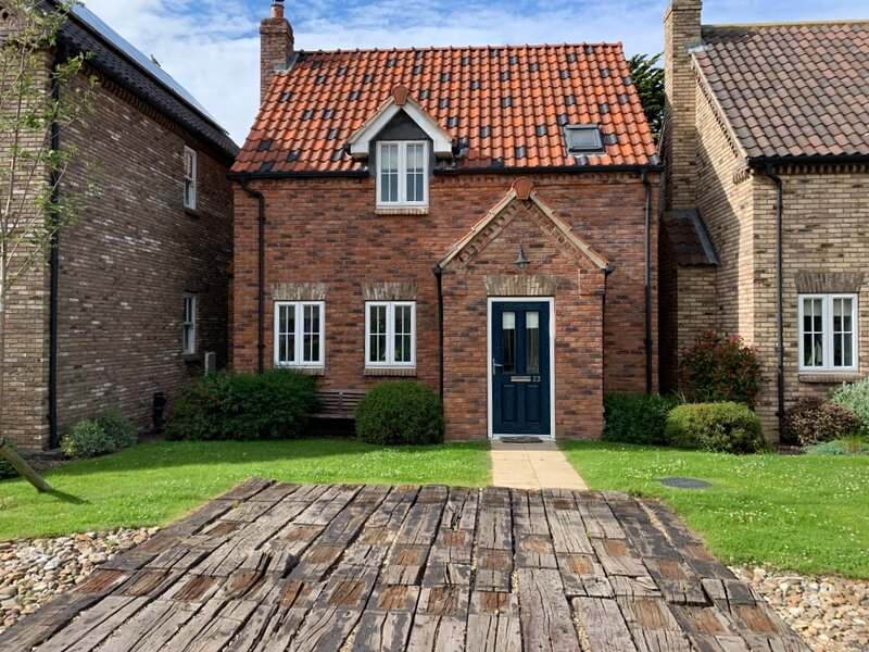 NEW - Wren Cottage, The Bay Filey, sleeps 5, pool, gym, wifi, beach, dogfriendly, holiday rental in Hunmanby
