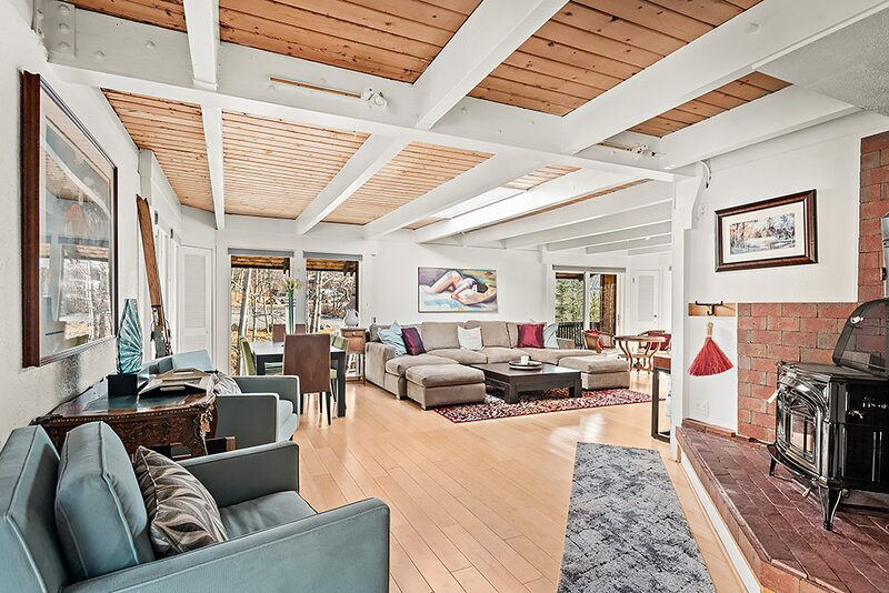 Dream 3BR Quiet East End Home with Pet Friendly with Large Yard, Parking, and, holiday rental in Aspen