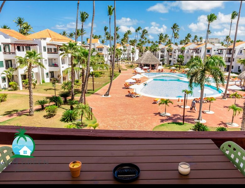 Punta Cana Stunning Beach Front Condo in Stanza Mare Free Wi-Fi 24 hour security, vacation rental in Bavaro