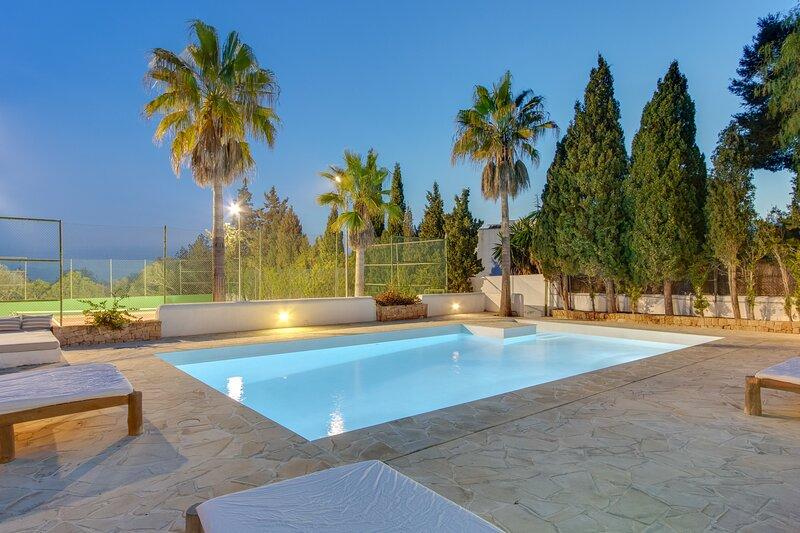 Villa - 4 Bedrooms with Pool and WiFi - 108760, holiday rental in Es Codolar