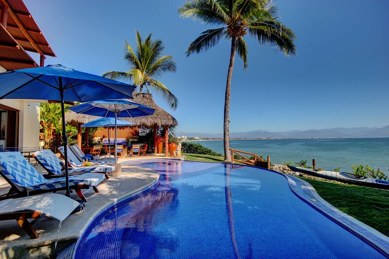 Your beach-house awaits! Stunning views, exclusive beach access, private pool &, holiday rental in La Cruz de Huanacaxtle