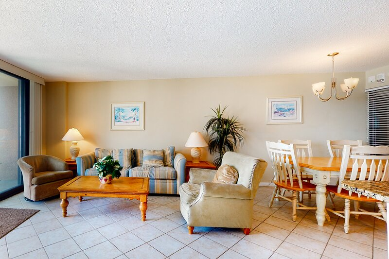 Sea Colony Ocean 8th floor condo w/ gym, tennis court, and elevator, holiday rental in South Bethany