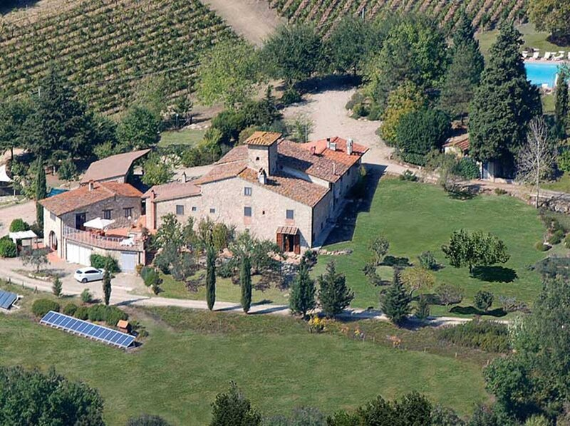 SMALL HIDDEN VALLEY IN THE ROLLING HILLS OF CHIANTI, alquiler vacacional en Sieci