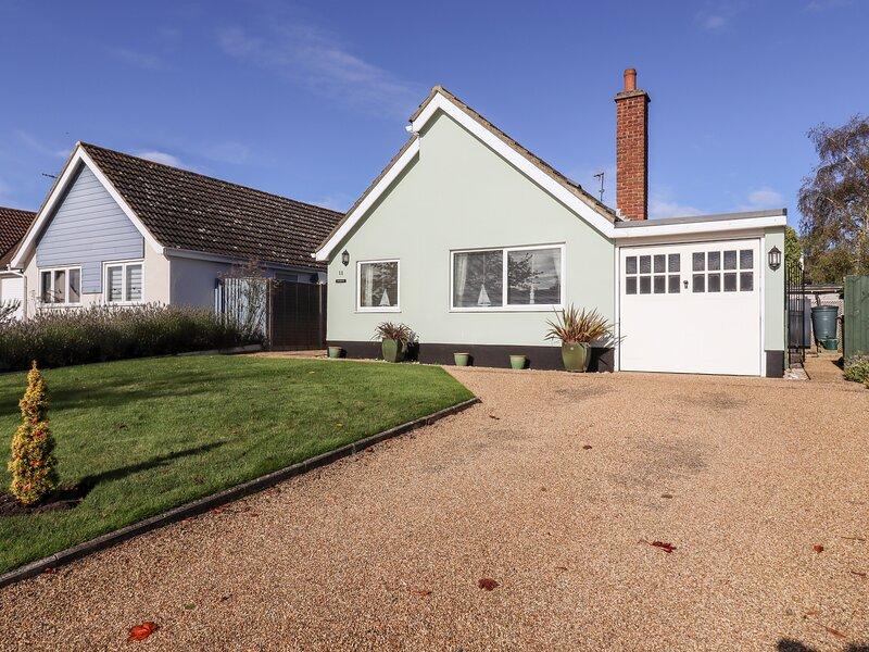 FERNDOWN, ground floor cottage, enclosed garden, WiFi, in Westleton, Ref 956459, Ferienwohnung in Theberton