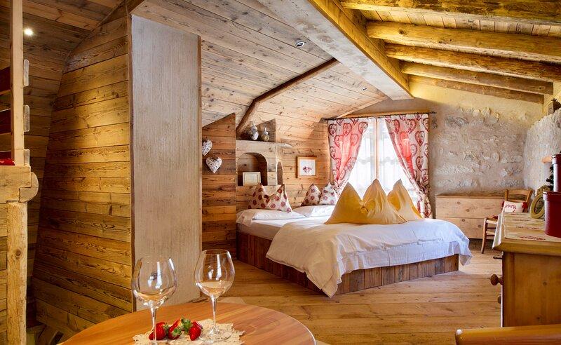 Sogno di Fiaba: romantico chalet di montagna a Molveno, vacation rental in Pergolese