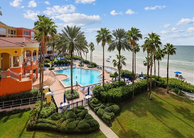 Tides 423 Amazing Beach Club with 3 heated Pools, Hot Tubs, BBQ, Gym!, alquiler de vacaciones en Redington Beach