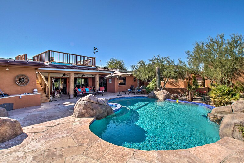 NEW! Luxe Ranch Refuge w/ Rooftop Patio + Mtn View, holiday rental in New River