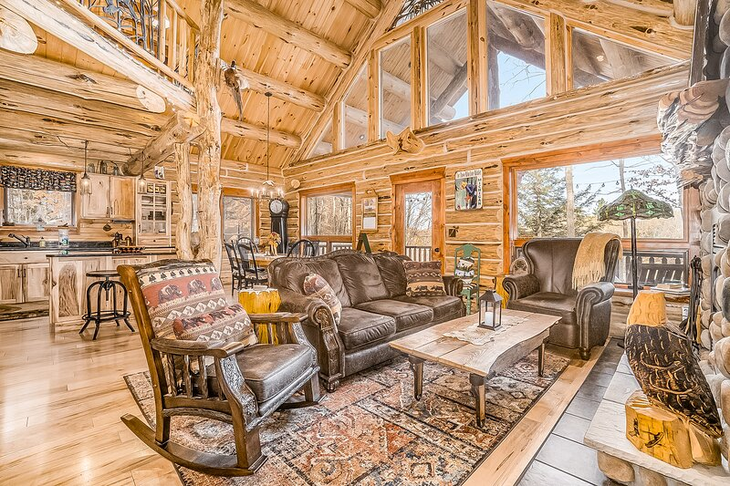 Delightful riverfront cabin w/ wood-burning fireplace and private gas grill!, vacation rental in Kaleva
