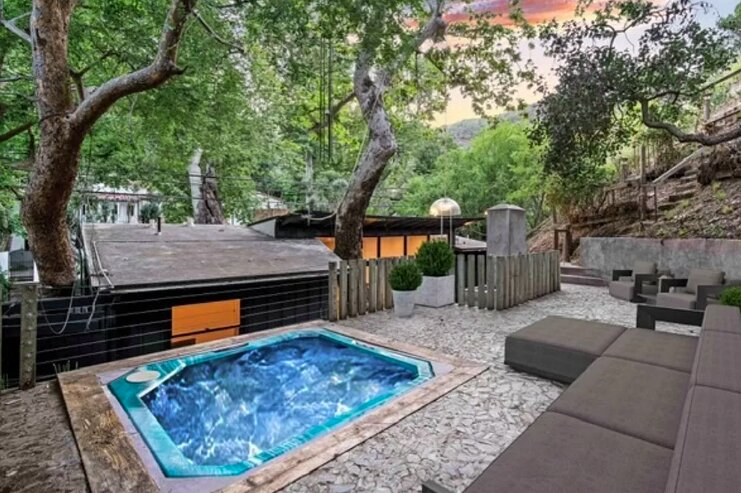 Bohemian Beverly Hills Oasis with Hot Tub and Cozy Fireplaces, holiday rental in Beverly Hills