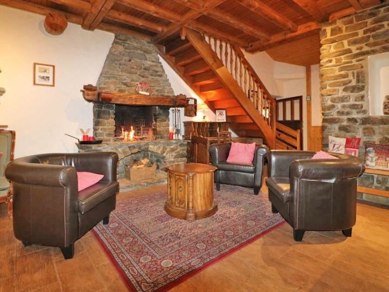 Grand chalet à louer pour des vacances en famille et/ou entre amis, vacation rental in Montvalezan