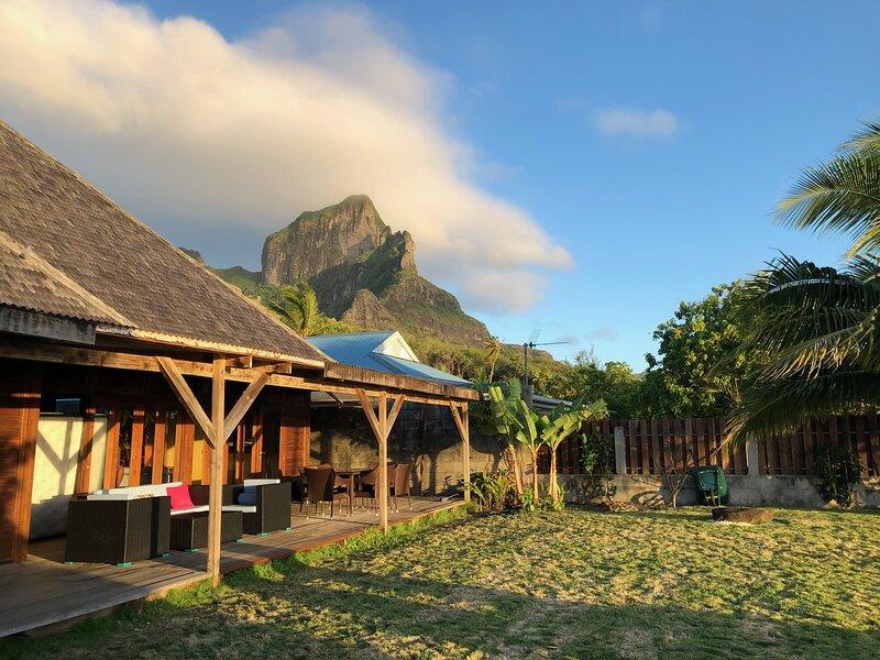 Bora Bora Waterfront sunrise Villa – semesterbostad i Bora Bora