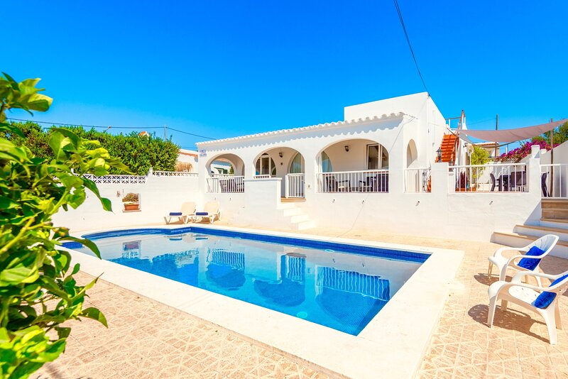 Villa Yolanda with private pool, aluguéis de temporada em Alaior