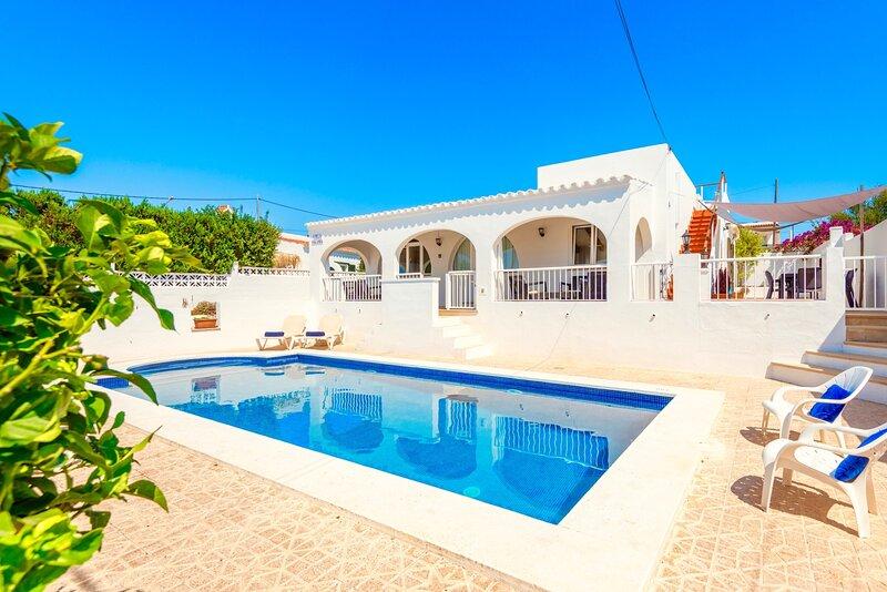 Villa Yolanda with private pool, alquiler de vacaciones en Menorca