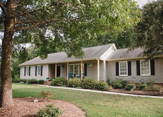 New Listing! Updated Lake & Golf Getaway | Game Room & Gourmet Kitchen, holiday rental in Browns Summit