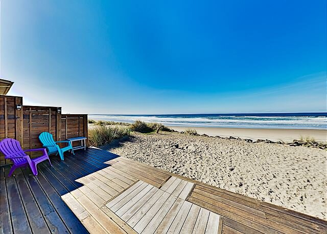 Rockin' Away Beach House with Ocean-Facing Deck - Drive 2 Minutes to Downtown, vacation rental in Rockaway Beach