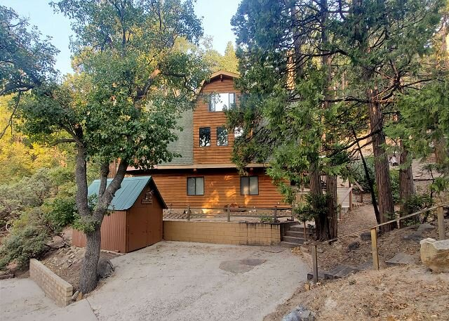Majestic Basque Chalet | Secluded Half-Acre Property with Deck & Valley Views, vacation rental in Kernville