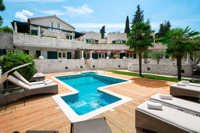 Luxury Villa Botanica with Pool, holiday rental in Sumpetar