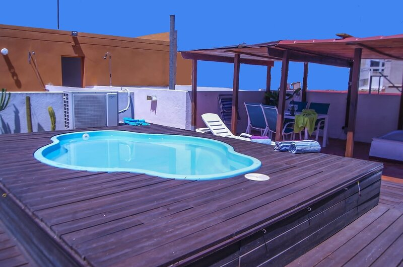 Casa con pequeña piscina a 18´de la PLAYA y por autopista gratis, aluguéis de temporada em Xativa