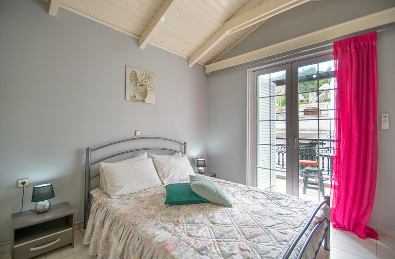 Home & Away Zante Townhouse, vacation rental in Bochali