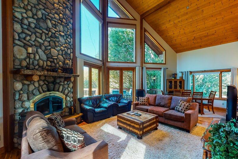 Secluded  home dog-friendly home w/ huge deck, quiet location & wood fireplace, aluguéis de temporada em Wedderburn