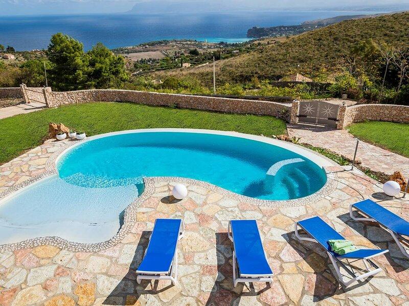 Viscari Villa Sleeps 4 with Pool Air Con and WiFi - 5873673, holiday rental in Villaggio Sporting