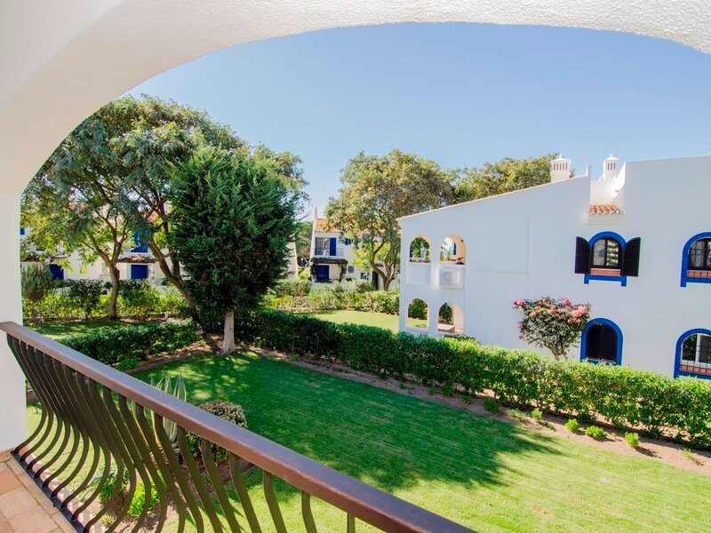 Vale do Garrao Apartment Sleeps 4 with Air Con and WiFi - 5874087, vacation rental in Vale do Garrao