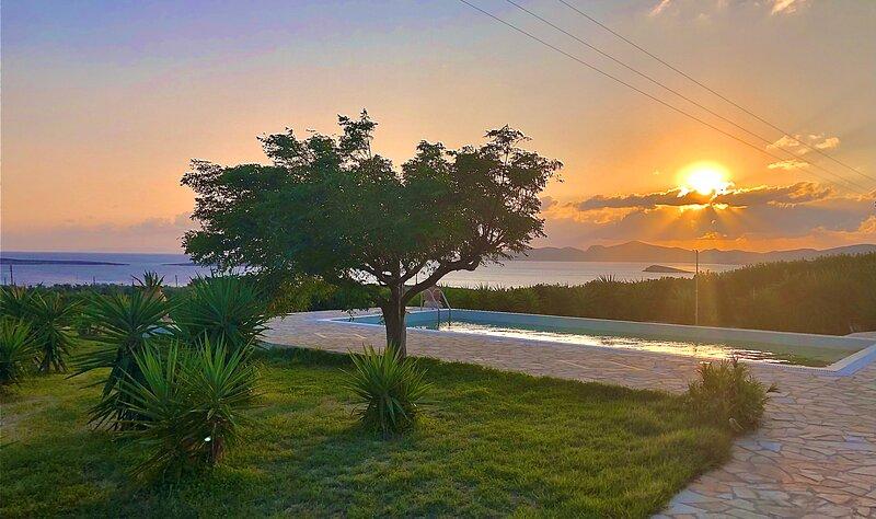 Paros Afrodite luxury villas ( max 15 persons ), casa vacanza a Paros