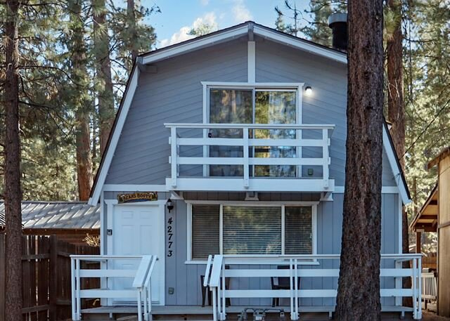 NEW CABIN!SUPER close to BEAR MTN Close to SLOPES!, location de vacances à Big Bear Lake
