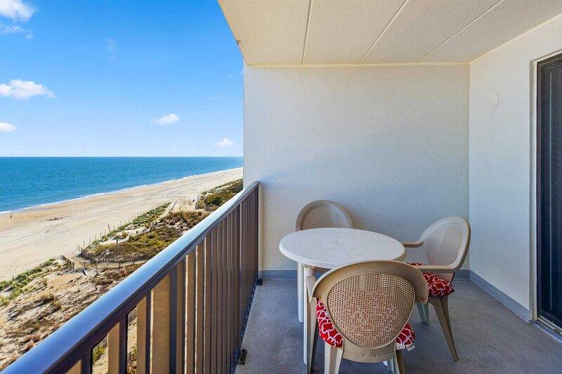 Wonderful Ocean Front Condo Fantastic View of Ocean and Bay!, holiday rental in Ocean City