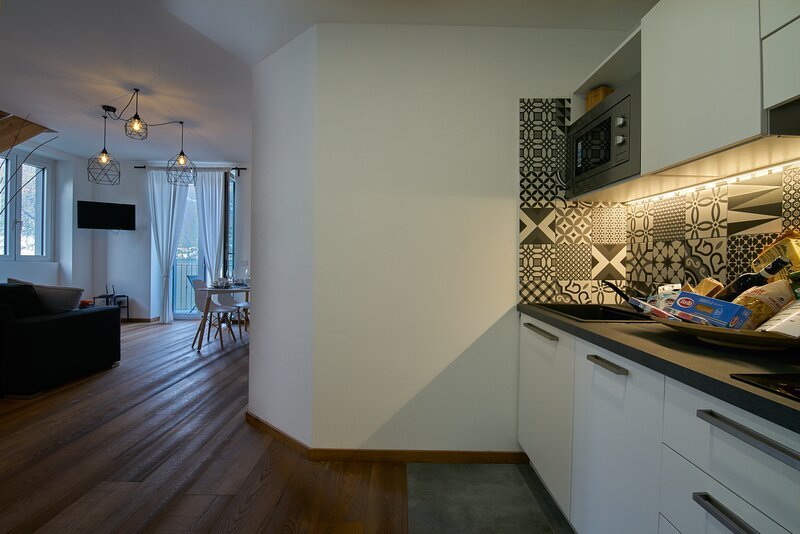 Appartamento Comballo 'Residence La Darsena', vacation rental in Lezzeno