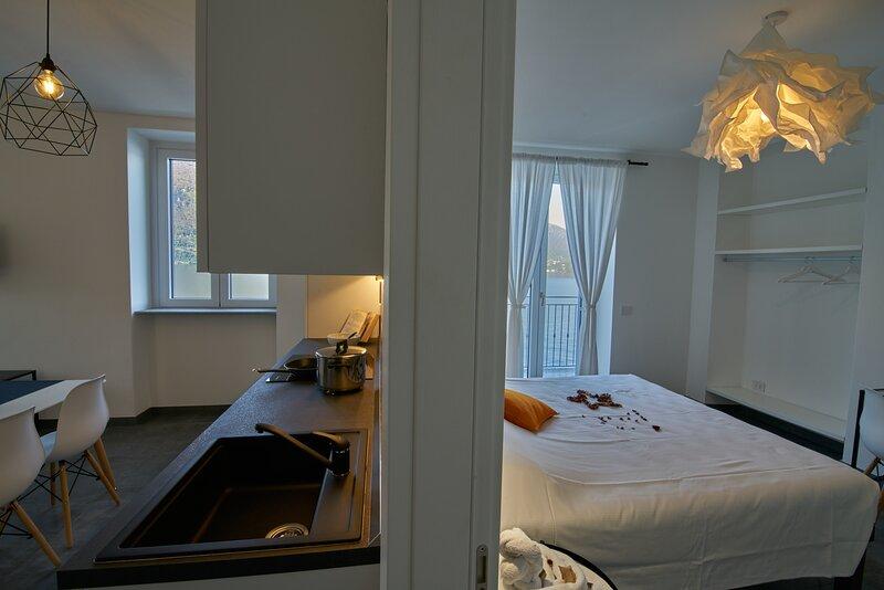 Appartamento Batell 'Residence La Darsena', vacation rental in Lezzeno