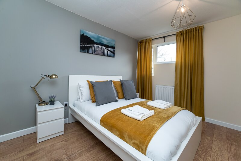 Beautiful 2 bed Apartment, Sleeps 5 with FREE Parking and Netflix, holiday rental in Birtley