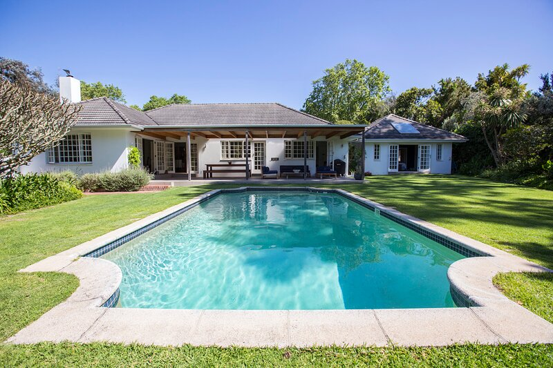 Beautiful 4 bed family home in Upper Constantia, location de vacances à Wynberg