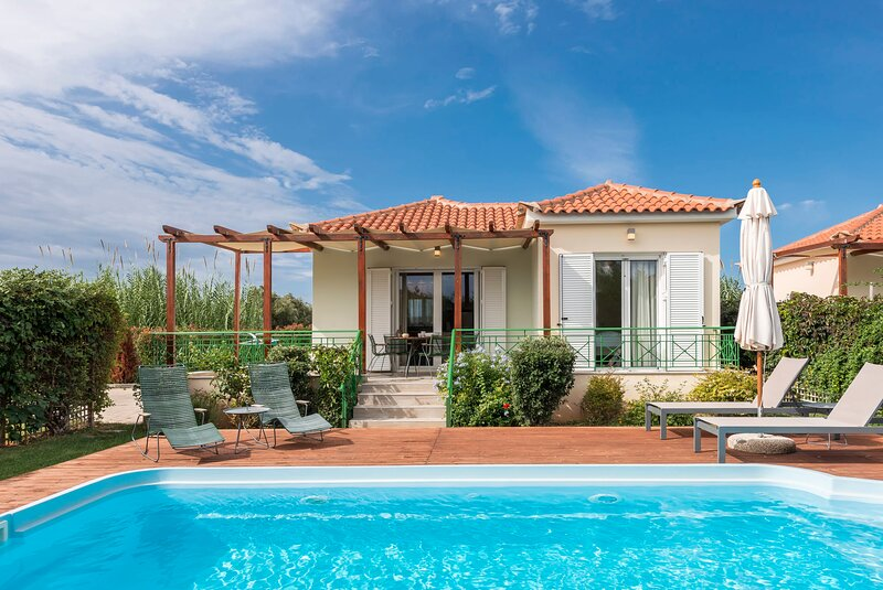 Artemis, villa with private pool,250m to the beach, holiday rental in Tapia
