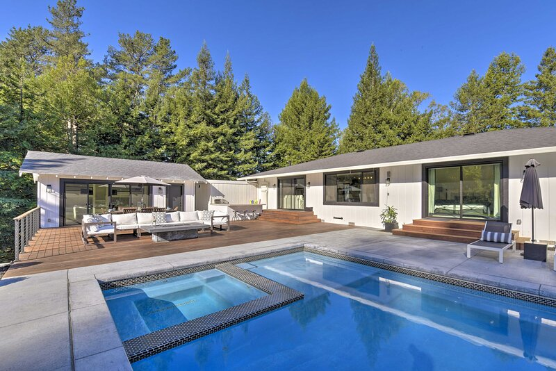 NEW! Sonoma Area Oasis: Spacious Pool Deck w/Grill, holiday rental in Freestone