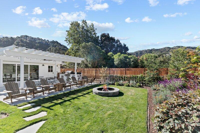 Fully Updated Three bedroom home with Hot Tub, alquiler de vacaciones en Carmel Valley
