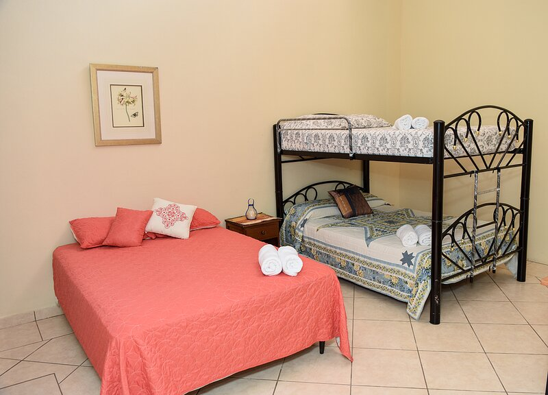 Uyuca Vista Guest House (Family Room), vacation rental in Tegucigalpa