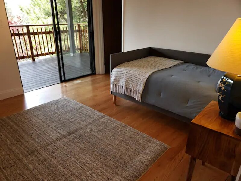 Peaceful 2 Bedroom Sanctuary -Easy Access to SF, vacation rental in Castro Valley
