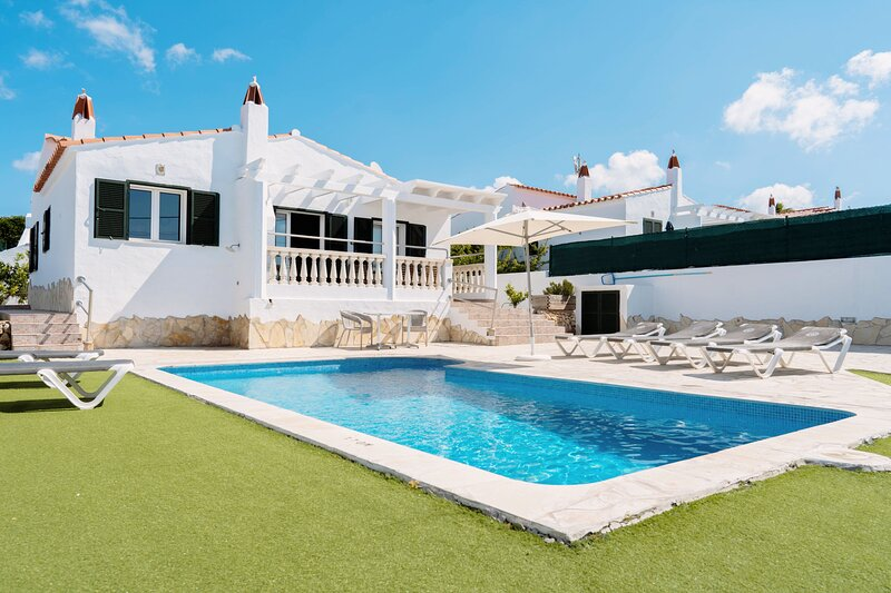 Fantastic Villa, Private Pool, AC, WIFI & 10mins to Beach, location de vacances à Son Vitamina