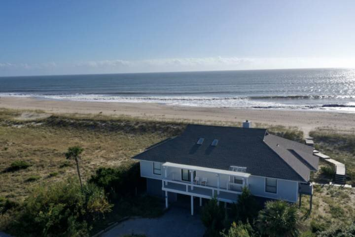 Summer Wind is a great BHI Oceanfront home with a private beach access